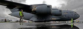 Lastentier der militärischen Luftfracht: Die C-17 kann Container, Lkw und Panzer aufnehmen oder mehr als 100 Fallschirmjäger auf einmal absetzen.