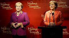 Merkel Eins und Zwei stehen nebeneinander: Die Wachsfiguren zeigen sehr authentisch die Veränderung der Kanzlerin in den letzten acht Jahren.