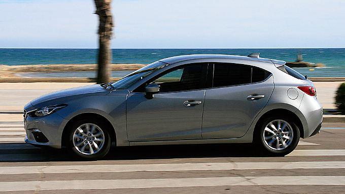 Die lang gestreckte Frontpartie, die zum neuen Kodo-Design gehört, bestimmt die Silhouette des Mazda 3.
