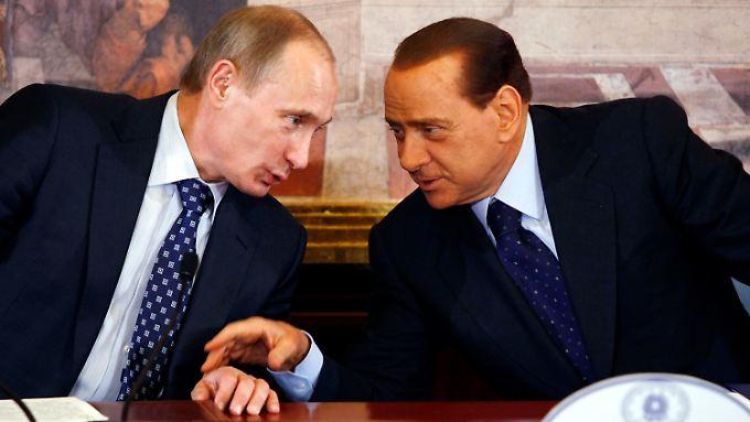 Sie kennen, mögen und verteidigen sich: Putin und Berlusconi.
