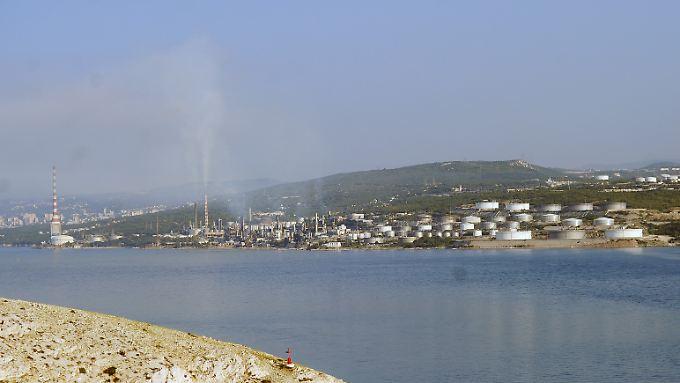 Koratien wittert seine Chance auf billige Energie. HIer eine Raffinerie eines Mineralöl- und Gas-Konzerns am Eingang der Bucht von Bakar bei Rijeka.