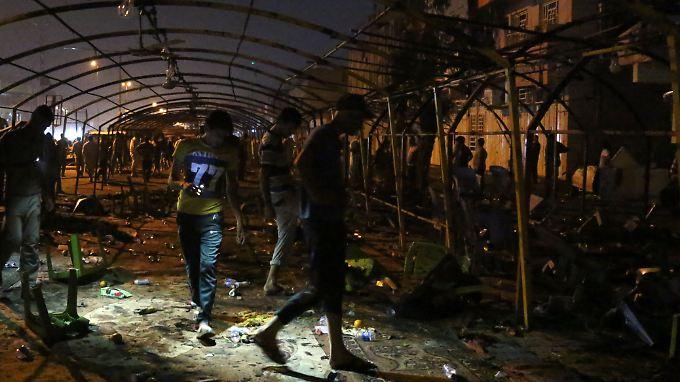 Die Bomben explodierten direkt neben einem Festzelt, in dem eine Trauerfeier stattfand.