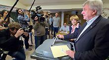 Ministerpräsident Bouffier bei der Stimmabgabe in Gießen.