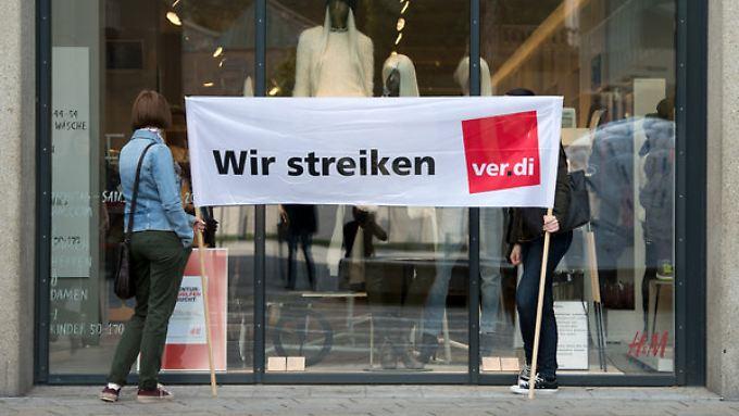 Im Einzelhandel wollen die Beschäftigte mit Streiks den Druck auf die Arbeitgeber in der laufenden Tarifrunde erhöhen.