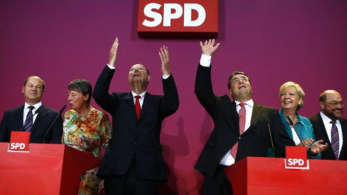 Sehen so Wahlverlierer aus? Die SPD könnte regieren, aber viele Genossen tun sich schwer mit dem Gedanken, erneut eine Große Koalition mit der Union einzugehen.