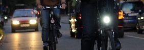 Von Akkulampen bis Blinkmodus: Wie muss das Rad beleuchtet sein?