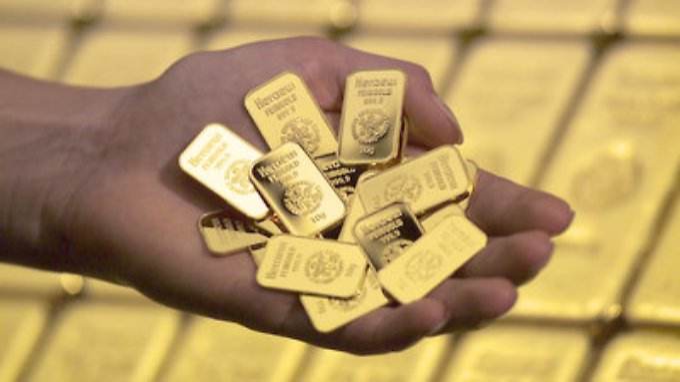 Der Goldpreis fällt.
