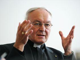 Bischof Algermissen hat zu Hause weite Strecken zu überwinden.