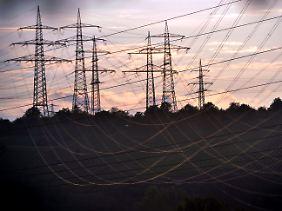 Der Anteil von Atomstrom in den Netzen nimmt schon jetzt weltweit ab.