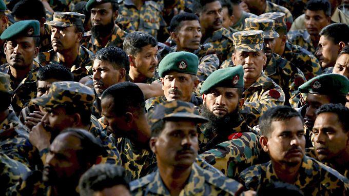 Nach der Meuterei mussten Hunderte Soldaten der BDRs Rede und Antwort stehen.
