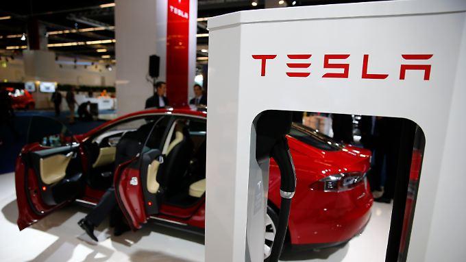 Tesla soll den Antriebsstrang für die kommende elektrische B-Klasse entwickeln.