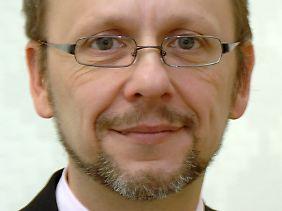 Prof. Nikolaus Knoepffler leitet das Ethikzentrum an der Friedrich-Schiller-Universität Jena. Der 48-Jährige beschäftigt sich danei unter anderem mit Wirtschaftsethik, Menschenwürde und den Problemen der modernen Medizin.