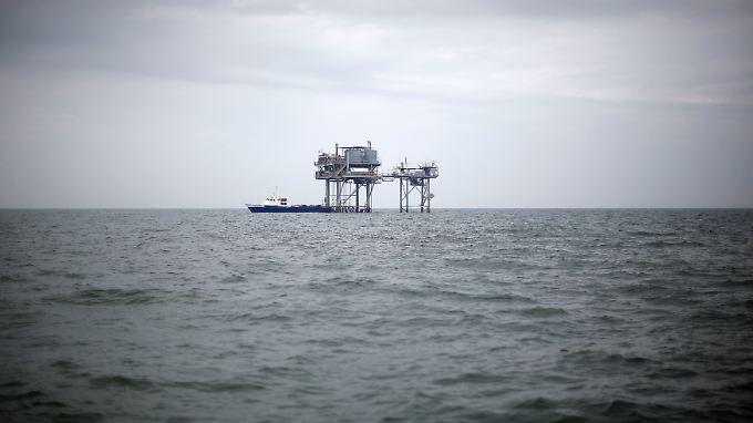 Öl-Plattform im Meer: Großbritannien gibt riesiges Ölfeld zur Ausbeutung frei.