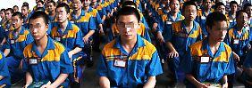 """Fast 200.000 Chinesen sind offenbar von dem System der """"Umerziehungslager"""" betroffen."""