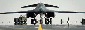 Amtshilfe für Order und Arbeitsplätze: Das Pentagon unterstützt Boeing und schickt einen B-1B-Bomber nach Dubai.