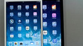 Auf diesem Foto mit Weißabgleich ist zwischen iPad Air und iPad mini ein leichter Unterschied bei der Farbdarstellung zu erkennen.