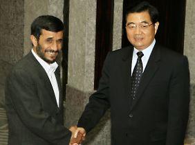 Der Iran und China rücken wirtschaftlich näher zusammen (Archivbild von einem Treffen des iranischen Präsidenten Ahmadinedschad mit seinem chinesischen Amtskollegen Hu.