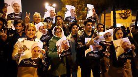 Israels Skepsis bleibt groß: Hunderte Ruhani-Anhänger feiern Atomabkommen