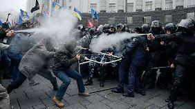 Protest gegen Anti-EU-Kurs: Kiews Polizei geht gewaltsam gegen Demonstranten vor