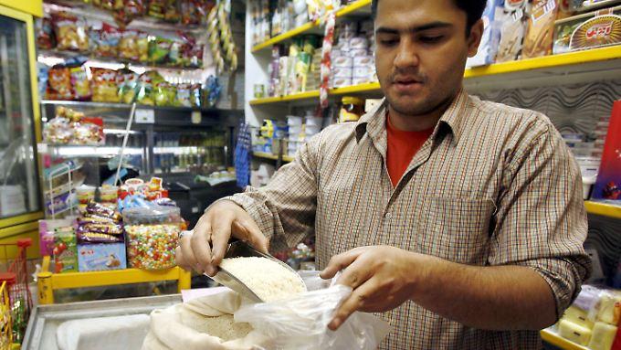 Die Sanktionen gegen den Iran trafen zuletzt immer stärker die Bevölkerung. Die Preise sind enorm gestiegen.