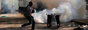 Steine gegen Wasserwerfer und Tränengas: Bangkok sieht aus wie im Bürgerkrieg