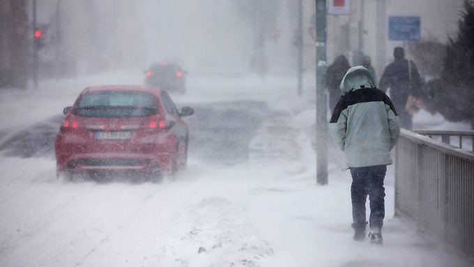 Glatteis, Schnee und Sturmböen steuern auf Deutschland zu.