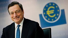 Schwieriges Jahr liegt hinter EZB: Draghi muss sich aus den Fesseln der Politik lösen