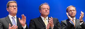 """Gemeinsam einsam (v.l.): Guido Westerwelle (gestürzt von einer """"Boygroup"""" rund um Christian Lindner), Dirk Niebel (Gestürzt nach einem Putschversuch gegen die """"Boygroup""""), Christian Lindner (Soll die FDP jetzt wieder zu erfolgen führen)."""