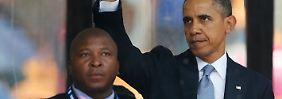 Wer ist der falsche Dolmetscher, der neben Obama steht?