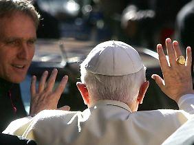 Papst Benedikt geht: eines der weltbewegenden Ereignisse, die auch für Wahrsager überraschend kamen.