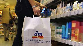 """Die beliebtesten Händler: Drogerie """"dm"""" verdrängt Amazon von Platz eins"""