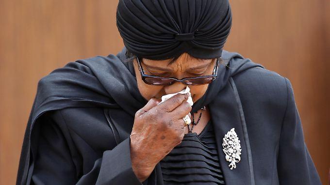 Winnie Madikizela-Mandela war bei Nelson Mandela, als dieser seine letzten Atemzüge machte.