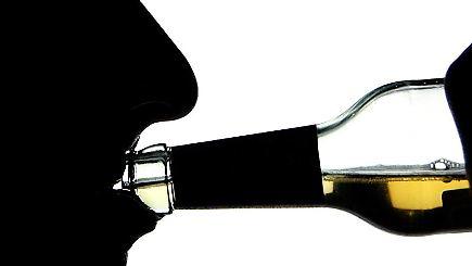Jugendlicher Gesundheitsalkoholmissbrauch des Alkohols