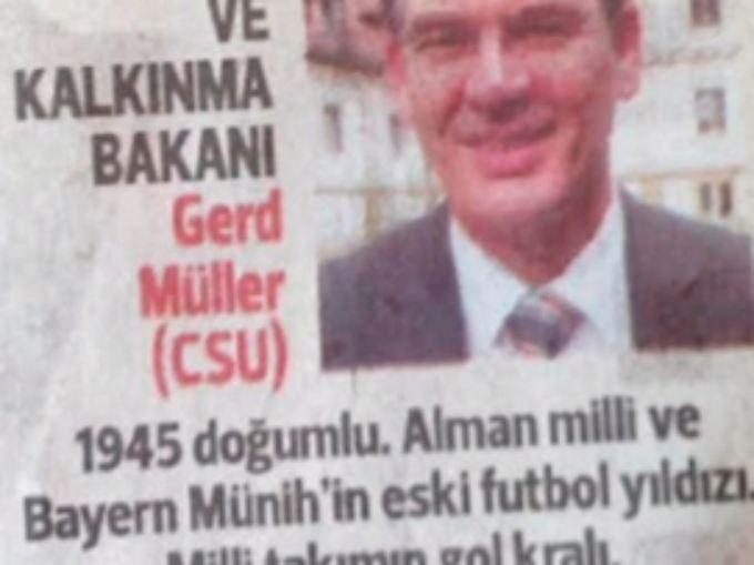 Der Zeitungsausschnitt, über den Tausende lachen. Minister Müller wird als Bayern-Star und Torschützenkönig vorgestellt.