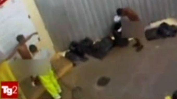 Umgang mit Flüchtlingen: Video aus Lager in Lampedusa bestürzt die EU