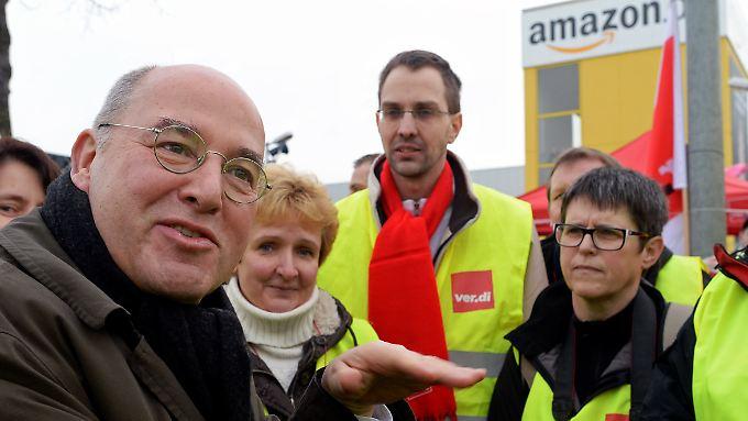 Gysi besucht die Amazon-Streikenden in Leipzig, wo der Konzern ein Logistikzentrum unterhält.