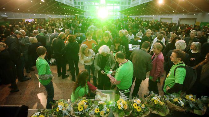 Im Casino der Stadtwerke in Frankfurt am Main geht es eng zu, wenn alle Mitglieder der Grünen rein wollen.