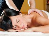 Massage auf Kosten des Fiskus: Um eine Kur als «außergewöhnliche Belastung» bei der Steuer geltend zu machen, müssen einige Voraussetzungen erfüllt sein. Foto: Monique Wüstenhagen