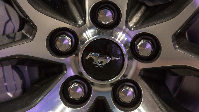Mit den Absatzzahlen für Dezember stehen an der Börse Auto-Aktien im Fokus. Hier die Felge eines neuen 2015 Ford Mustang GT.