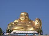 Ein lächelnder Buddha in der Tempelanlage Wat Phra Ram im Norden Thailands.