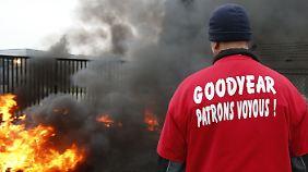 Protest in französischem Reifen-Werk: Goodyear-Mitarbeiter nehmen Chefs als Geiseln
