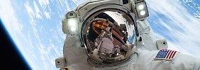 Die Astronauten der ISS können per Livestream auf ihren Außeneinsätzen begleitet werden.