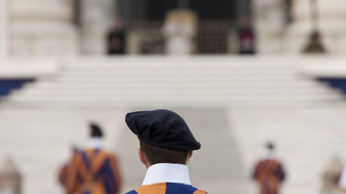 Schweizergardisten sollen bei homosexuellen Geistlichen beliebte Zielobjekte sein.
