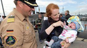 Soldat und Familie: Muss die Bundeswehr mehr für Familien tun?