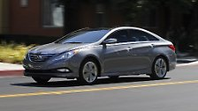 Knapp dahinter folgt der Hyundai Elantra mit 866.000 Neuzulassungen. In Europa wird der Kompakte nicht verkauft, ...
