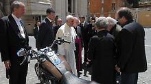 """""""Wir hoffen auf beträchtlichen Betrag"""": Auktionshaus versteigert Papst-Harley"""