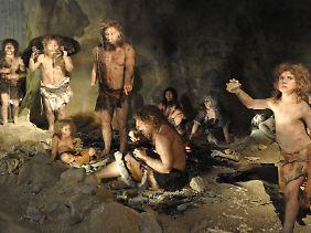 Rekonstruktion einer Gruppe Neandertaler im Neandertaler Museum in Krapina, Kroatien.