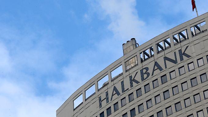 Über die türkische Halkbank wickelten Geschäftsmänner Goldgeschäfte mit dem Iran ab. Das soll in Erdogans Wissen geschehen sein.