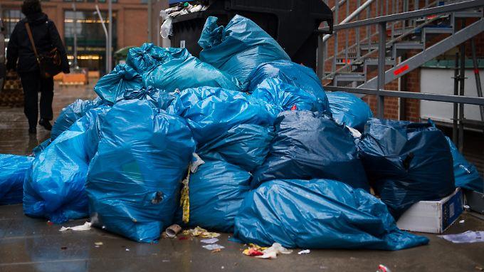 Auch in der Forschung entsteht Müll, der wird allerdings nicht in blaue Säcke verpackt.