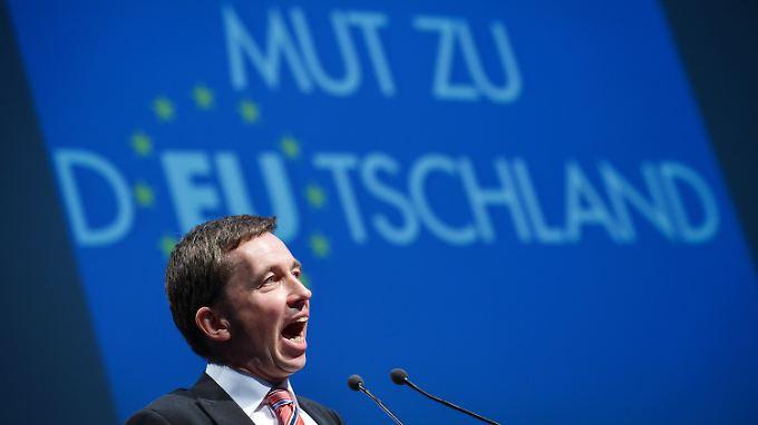 """Bernd Lucke verspricht """"Alternativen zur Schmalspurpolitik der Altparteien""""."""